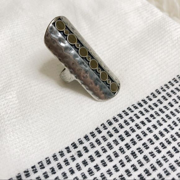 Jewelry - Silver green long shield ring